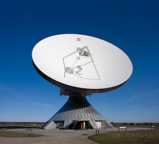 Parabolspiegel für Großanbieter, zum Beispiel von Kabelfernsehen