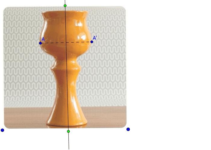 Uuri joonist ja liiguta punkti A. Kuidas liigub punkt A'? Kas joonisel olev vaas on sümmeetriline?