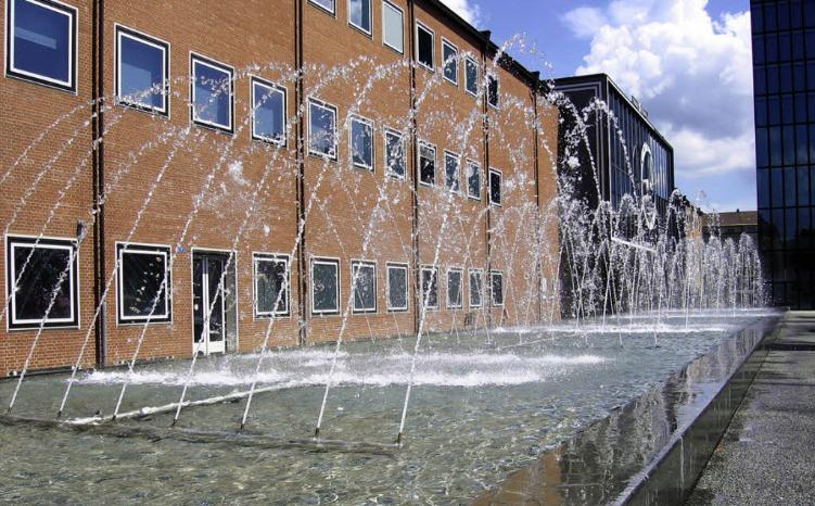 Wie wirkt sich die Erhöhung des Wasserdrucks auf den Verlauf der Wasserstrahlen aus?