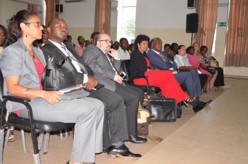 [size=50]Sessão de Apresentação do Projeto ( Da esquerda para a direita, Prof.a Sarifa Fagilde, Director da FCNM da UP, Prof. José Manuel Dos Santos, Prof.a Astrigilda Silveira, Magnifico Reitor da UP )[/size]