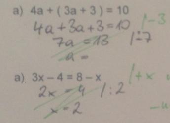 Bei diesen Beispielen fällt auf, dass die Schülerin nur lest was am Zettel steht und nicht an das Waagemodell denkt.  Damit die Schülerin in Zukunft Gleichungen richtig lösen kann, wird es wichtig sein, dass sie verstehen lernt, dass auf beiden Seiten der Gleichung das Gleiche gemacht werden muss. Außerdem muss sie verstehen, dass bei einer Addition eine Subtraktion verwendet werden muss, um die Zahl auf die andere Seite zu bekommen.