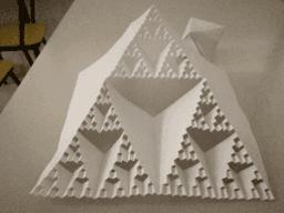 Arbre de Noël fractal (triangle de Sierpinski)