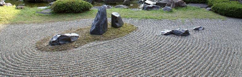 Bogenlinien wie in japanischen Zengärten.