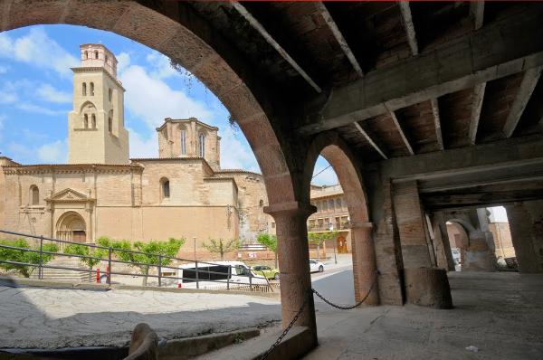 Des de la plaça a [url=http://www.enciclopedia.cat/EC-GEC-0065089.xml]Tamarit de Litera[/url]