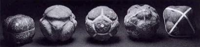 Sólidos regulares neolíticos de Escocia (Ashmolean Museum de Oxford). Según Critchlow (1979)