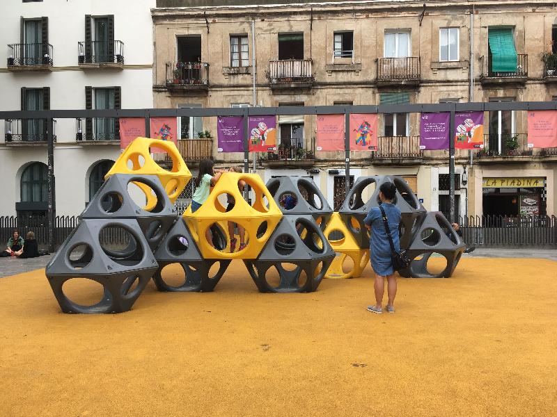 Vist a la plaça del Sol al barri de Gràcia.