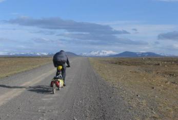 Ethvert punkt på denne islandske vej kan siges at ligge på samme rette linie