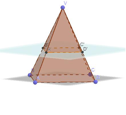 Pelo Teorema de Tales, a pirâmide obtida por uma seção paralela à base de outra pirâmide é semelhante a esta. Tente justificar e visualizar este fato.