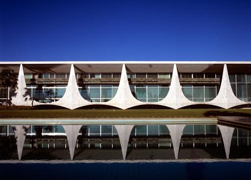 Palácio da Alvorada - Brasília (arquitetura de Oscar Niemeyer)