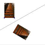 De roltrap van de voetgangerstunnel gespiegeld